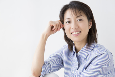 femmes souriantes: Femme souriante