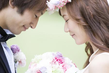 Nevěsta a ženich, aby odpovídaly výši