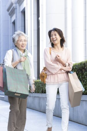 step daughter: Mother and daughter to shop