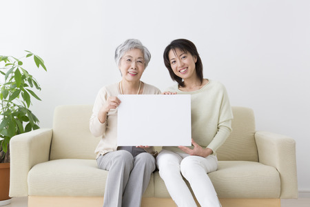 momma: Smile with a message board smiling mother and daughter