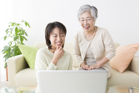 step daughter: View notebook PC mother and daughter