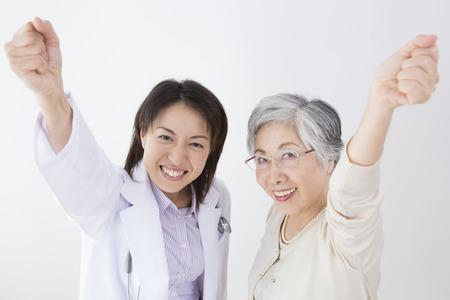年配の女性と喜び、ガッツポーズを 写真素材