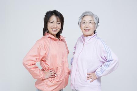 母と娘をスポーツウェア 写真素材