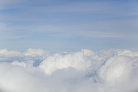 Lucht en de wolken vanuit het vliegtuig Stockfoto