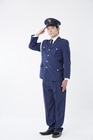 Mannelijke politieagenten te begroeten