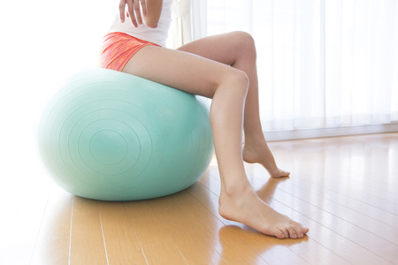 lithe: Women who stretch to sit on the balance ball