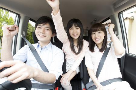 De ouder en kind te verlaten om te rijden