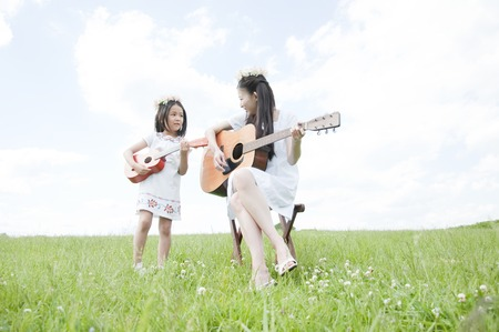 grassland: Women and girls to play a musical instrument in the grassland