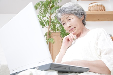 Senior women who suffer to see the laptop