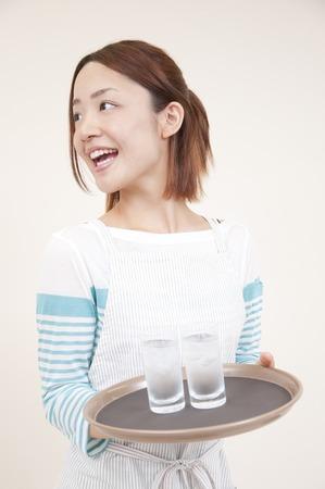 oficinista: Secretario Mujer que lleva una copa