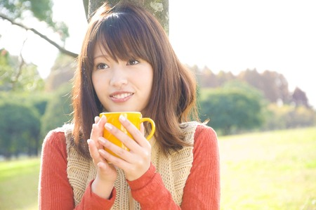 autumn young: Smile of women with mug