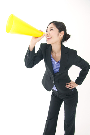 rely: OL to shout to rely a megaphone to mouth