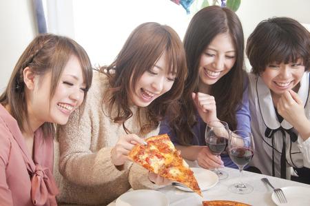 rollick: 4 women surrounding the pizza