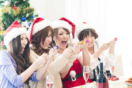 resound: 4 women with a cracker
