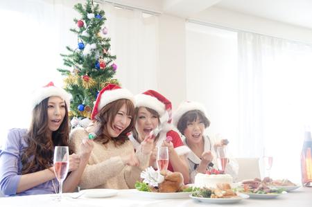 rollick: 4 women with a cracker