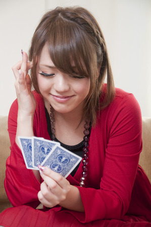 jeu de carte: Femme au jeu de cartes