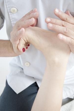 quasi: Women subjected to manipulative feet
