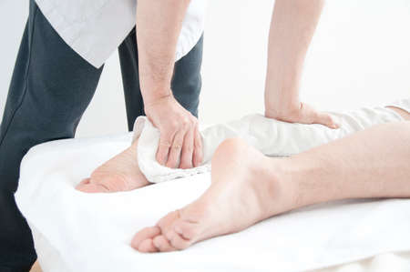 bodywork: Feet of men to receive the bodywork