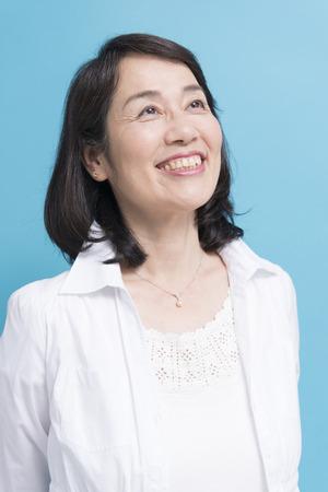 Glimlachend senior vrouw Stockfoto