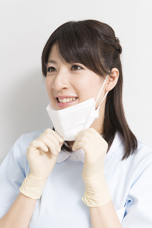 dental hygienist: Dental hygienist to the mask