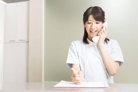 Dental hygienist for a telephone response Reklamní fotografie