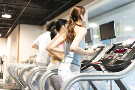 Men and women that use the running machine