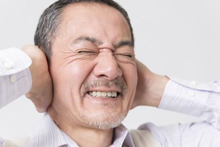 stubbornness: Senior men to close the ear