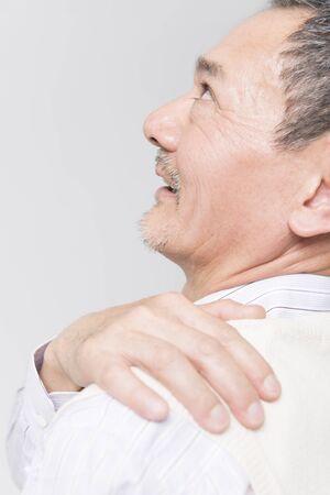 easier: Stiff neck smiles easier senior men