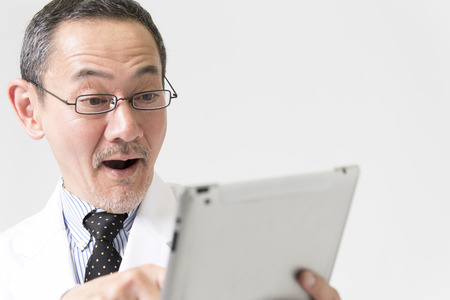 exert: Doctor to use a tablet PC Stock Photo