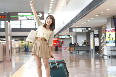 Woman to the guts pose at the airport