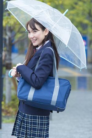 10s: High school girls put up an umbrella