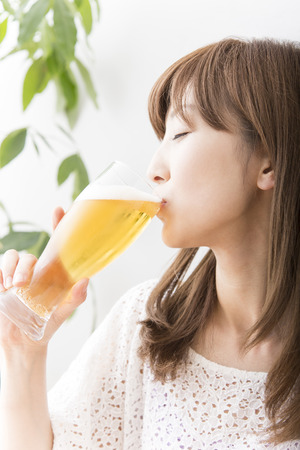 early thirties: Beer drinking woman