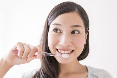 no teeth smile: Women brush their teeth