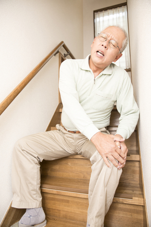 complain: Senior men who complain of pain in the knee