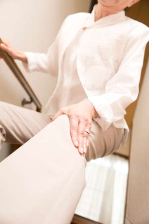 complain: Senior women who complain of pain in the knee