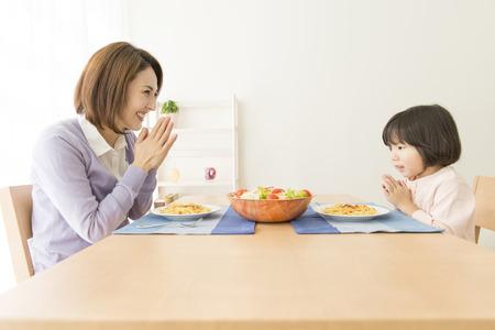 어머니와 딸을 먹는