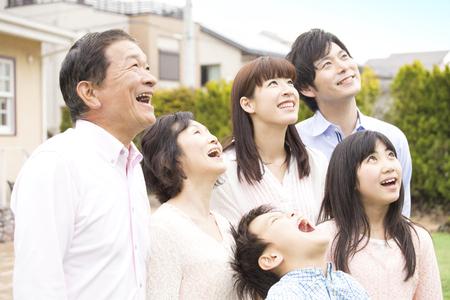 Smile 3-generation family Archivio Fotografico