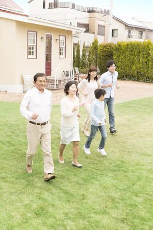 3-generation family running