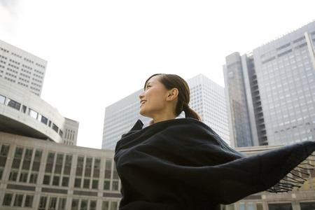 robo: Las mujeres envuelven la bufanda Foto de archivo