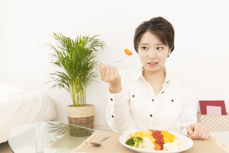 japanese people: The hesitant woman to eat carrots