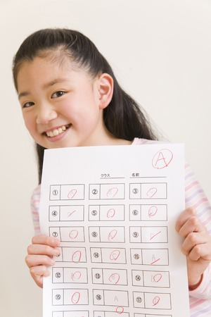 boast: Elementary school students to show the answer sheet