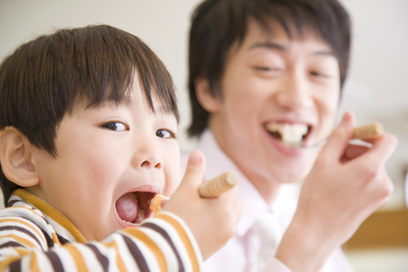 아버지와 아들은 식사를했습니다. 스톡 콘텐츠 - 49369121