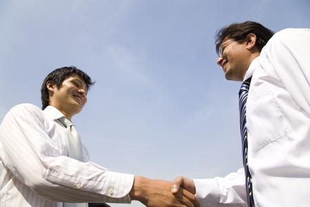 握手のビジネスマン 写真素材