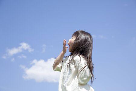 sleepiness: Girl to a yawn