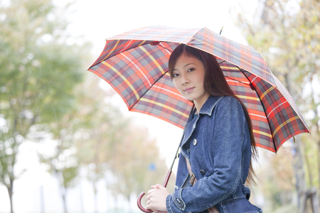 living beings: Women who stare with an umbrella