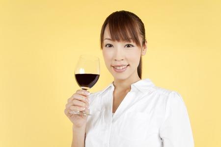 şarap kadehi: Women with wine glass