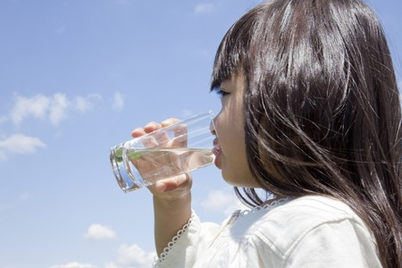 clear water: Girl drinking a glass of water