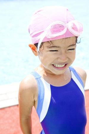 petite fille maillot de bain: Fille maillot de bain Banque d'images