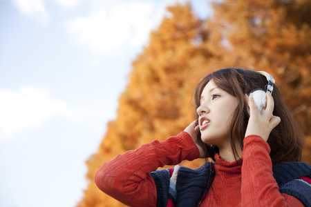 far away look: Woman to see far in the headphone