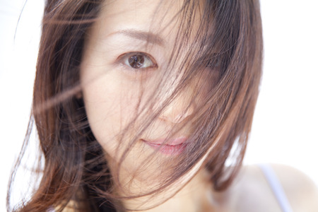 asian style: Women who stare while fluttering hair